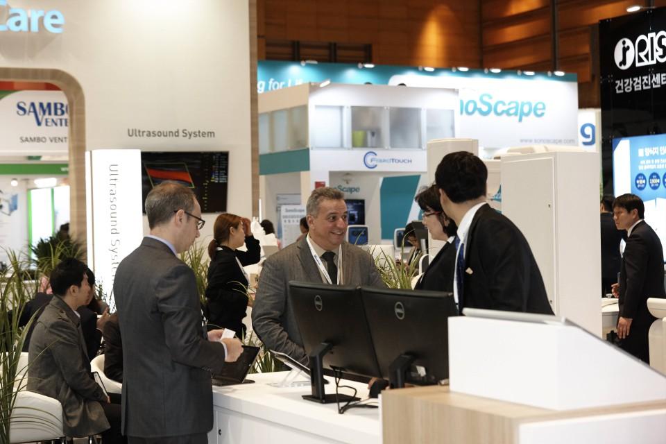 Лидеры медицинской отрасли на выставке в Корее