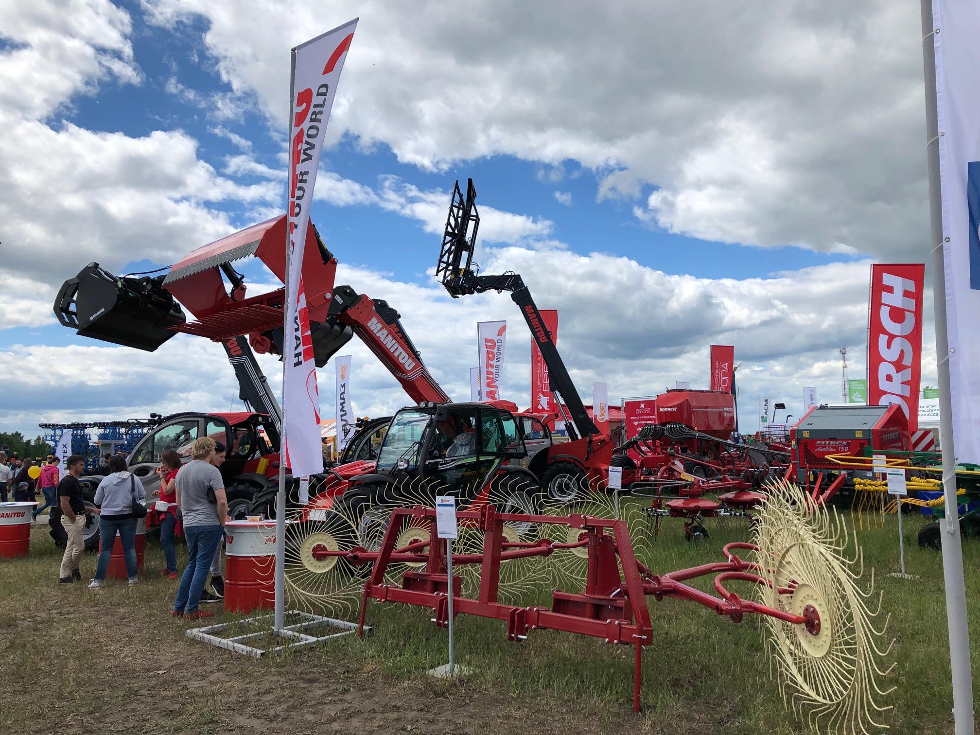 На «Дне сибирского поля» в Алтайском крае представители южнокорейского бизнеса презентовали оборудование, удобрения, семена, пищевую продукцию